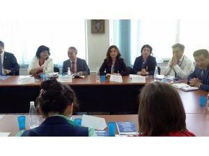 """Gazi Üniversitesi Türkiyat Merkezi Heyeti, Almatı'da """"Yusuf HAS Hacip'"""" Konferansı'na Katıldı"""