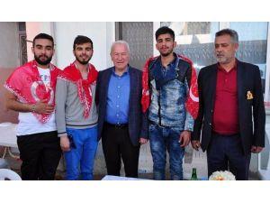 Belediye Başkanı Romanları Askere Uğurladı