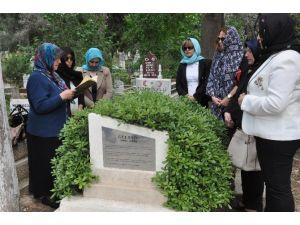 Türkiye'nin Seçilmiş İlk Muhtarı Mezarı Başında Anıldı