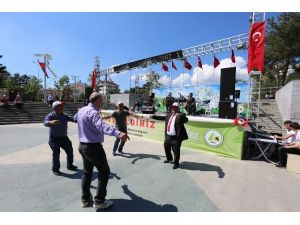 İşçiler Oyun Havalarıyla 1 Mayıs'ı Kutladı