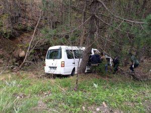 Şarampole Uçan Alkollü Sürücü Sızıp Kaldı