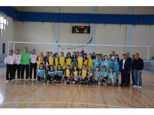 Sungurlu'da Voleybol Turnuvası Başladı