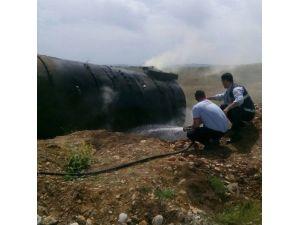 Kahta'da Yol Kenarında Bulunan Petrol Tankı Alev Aldı