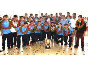 Türkiye'nin Şampiyonu Muratpaşalı Gençlere Özel Kutlama