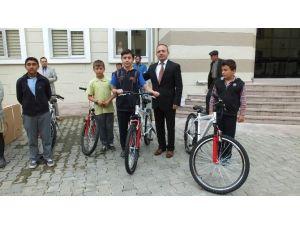 Burhaniyeli Öğrencilerin Bisiklet Sevinci