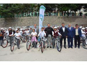 İzmit'te Bisiklet Dağıtımları Sürüyor