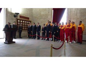 Eurocup şampiyonu Galatasaray, kupayı Anıtkabir'e götürdü