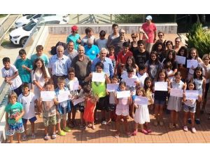 Adana'da yelken kursu eğitimleri devam ediyor