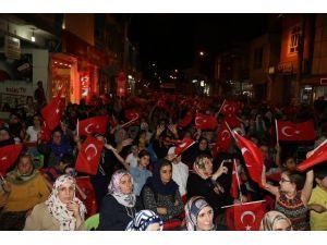 Belediye Başkanı Mehmet Ekinci Viranşehir'de demokrasi nöbetine katıldı