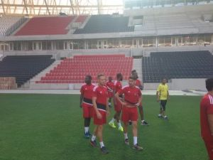 Gaziantepsporlu futbolcular GAP Arena'yı gezdi