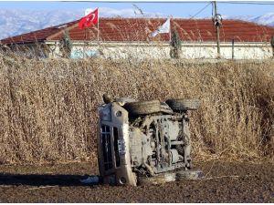 Manisa'da kamyonet tarlaya uçtu: 1 yaralı