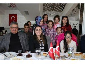 Vali Aykut Pekmez Çocuk Evi sakinleri ile kahvaltıda bir araya geldi