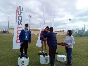 Adilcevazlı Umut atletizmde Türkiye birincisi oldu