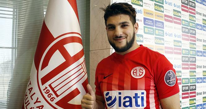 Mustafa El Kabir imzayı attı