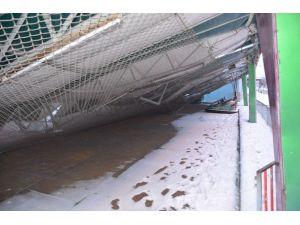 Karın ağırlığına dayanamayan lunaparkın çatısı çöktü