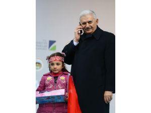 Başbakan Yıldırım kürsüde telefonla konuştu