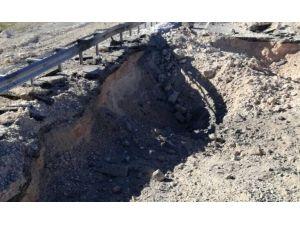 Karayoluna tuzaklanan bir ton patlayıcı imha edildi