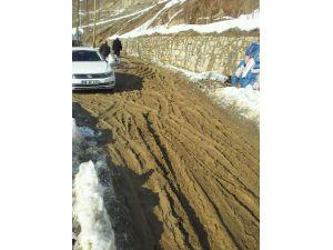 Mahalle halkı, yollarının onarılmasını istiyor