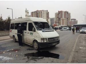 Otomobil öğrenci servisi ile çarpıştı: 15 yaralı
