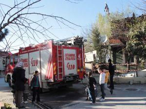 Sancaktepe'de gecekondu yangını: 1 ölü