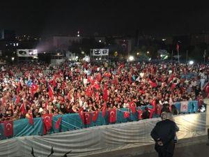 TBMM önünde vatandaşlar toplanmaya başladı