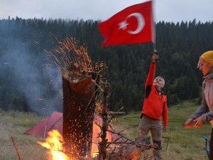 15 Zirvede 15 Demokrasi Ateşi