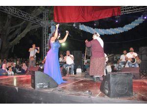 Sanatçı Ayşe Dinçer, Simav Ticaret ve Turizm Panayırı'nı salladı