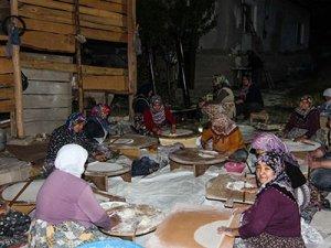 """""""Yangın savaşçıları""""nın yemeği köylü kadınlardan"""