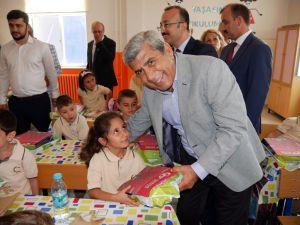 Büyükçekmece'de yeni eğitim öğretim yılı törenle başladı
