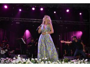 Ataşehir'de Ayla Çelik ve Koray Avcı konser verdi