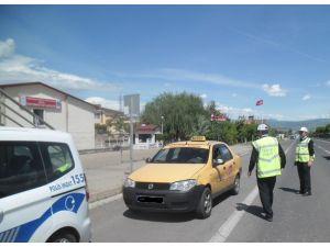 Dikkatsiz sürücüler kazalara neden oldu, o anlar MOBESE'ye yansıdı
