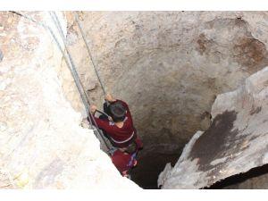 10 metrelik kuyuya düşen çocuk yara almadan kurtarıldı