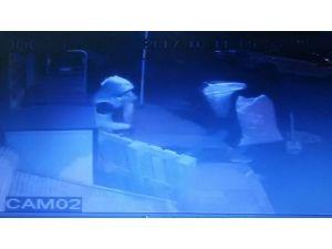 Parmak izi bırakmayan hırsızlar güvenlik kamerasından kaçamadı
