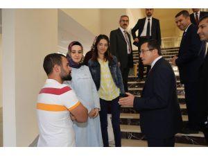 Rektör Kızılay, Ziraat Fakültesinde incelemelerde bulundu