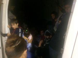 Polisin yakaladığı 7 göçmen kaçakcısından 6'sı tutuklandı