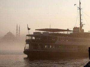 İstanbul'da sis deniz ulaşımını olumsuz etkiledi