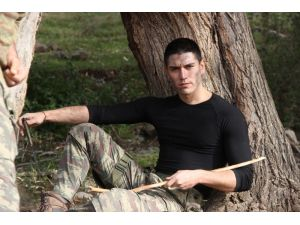 Genç oyuncu ilk dizisindeki 'sniper' rolünü sevdi