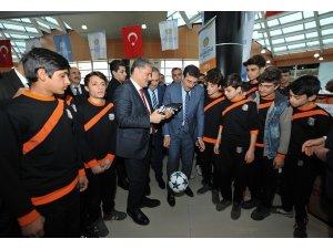 Malatya'da 86 amatör spor kulübüne 300 bin liralık malzeme yardımı