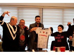 Kemoterapi tedavisi gören Beşiktaş aşığı genç kıza Beşiktaşlı futbolculardan imzalı forma