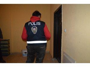 Mardin polisi günlük kiralanan evleri denetledi