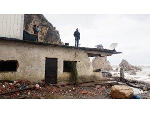 Fırtına nedeniyle mahsur kalan aile kurtarıldı