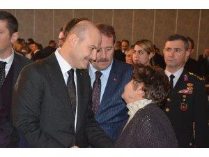 Bakan Soylu Eskişehir'de şehit ve gazi ailelerine Devlet Övünç Madalyası takdim etti