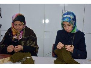 Bingöllü kadınlar, Mehmetçik için ördü