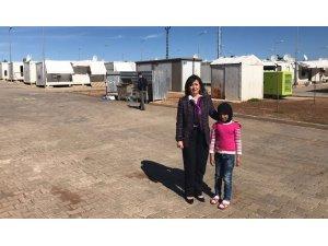 Rektör Tunçsiper, mülteci kampında çocuklarla