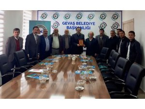 Başkan Hakan, Gevaş'taki meslek örgütleriyle bir araya geldi