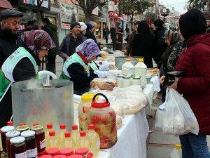 Köylü kadınlar ürettiklerini 'Mehmetçik için sattı