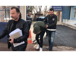 Konya'da 3 bin litre mazot çalan hırsızlar kovalamaca sonucu yakalandı