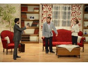 'Kocamın Nişanlısı' tiyatro oyunu sahnelendi