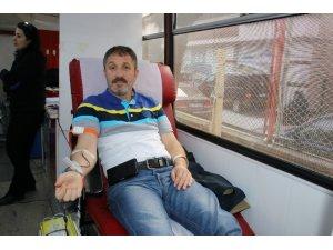 Türk Bayrağı hediyeli kan bağışı