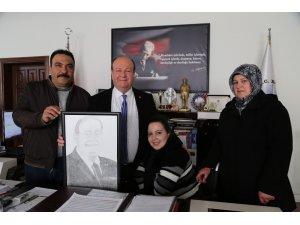 Bedensel engelli Rabia'dan Başkan Özakcan'a anlamlı hediye